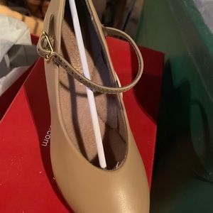 Capezio character shoe! Style 550